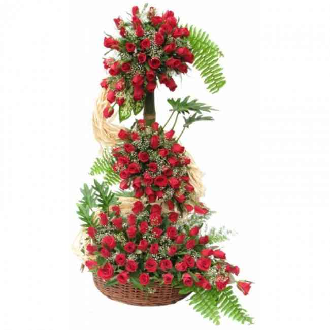 LIFE SIZE ARRANGEMENT OF RED ROSES