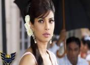 Priya golani as owner balaji wafers